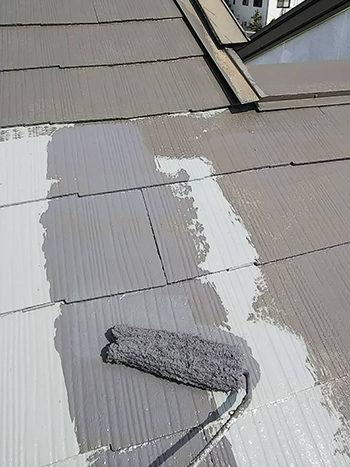 施工中|屋根塗装中塗り
